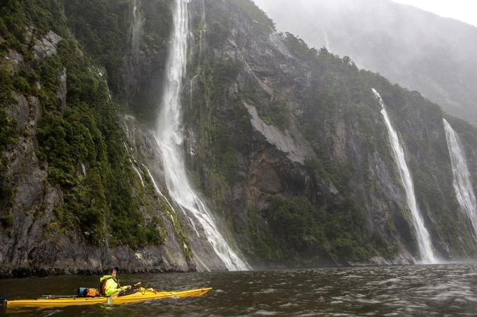 Milford Sounda a kaskádové vodopády, www.nationalgeographic.com