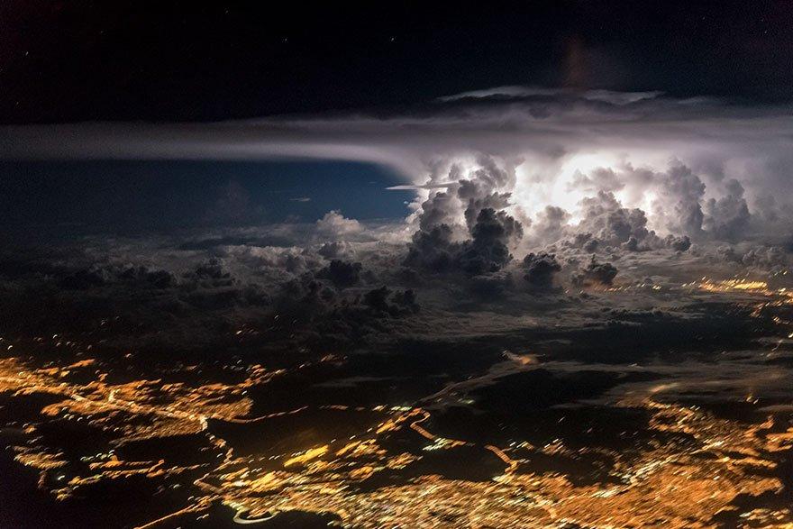 Ohnivá bouře nad Panamou, foto: Santiago Borja Lopez