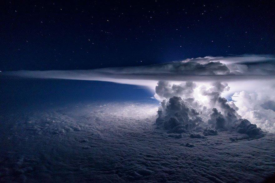 Záběr nad Tichým oceánem ve výšce 37 000 stop, foto: Santiago Borja Lopez